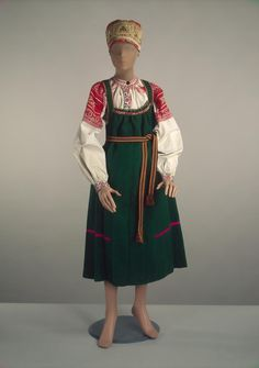Peasant costume | Russia; Smolensk | late 19th century | broadcloth, chintz, cotton, wool | Hermitage | Inventory #: ЭРТ-18484