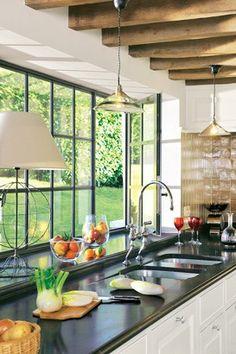 A charming kitchen in a farmhouse in Touraine - White Kitchen Cabinets, Painting Kitchen Cabinets, Kitchen Furniture, Kitchen Decor, Kitchen Interior, Conservatory Kitchen, Bright Kitchens, Kitchen Trends, Kitchen Ideas