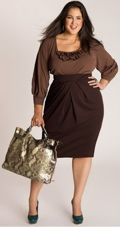 another smokin hot curvy girl look. I love the higher waisted skirt and green heels. I'd ditch the snakeskin bag, though http://www.LeslieSansoneWilliams.com