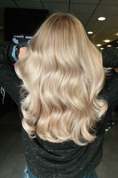 #blonde #highlights #babylights #natural #hairgoals #longhair #waves #shine #olaplex #haircolor #hairstyle #hairstyles2017 #haarvisie #haarvisierijswijk