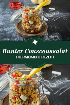 Mit frischer Minze, Karotten, getrocketen Tomaten und Gurken ist der bunte Couscoussalat aus dem Thermomix ® ein super frisches Rezept für die Lunchbox.