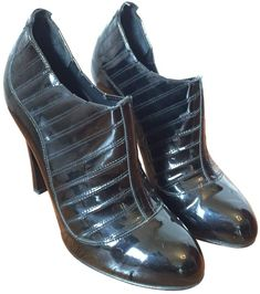 605a8d1e1eea Buy your black patent leather ankle boots Chanel on Vestiaire Collective