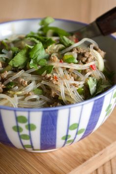 Glass noodle salad with minced meat - Addictive! Glass Noodle Salad, Asian Recipes, Healthy Recipes, Eat Smart, I Love Food, Soul Food, Bento, Food Inspiration, Curry