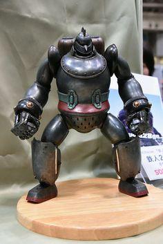重さ2kg超・全高37cmの重厚な「鉄人28号」 - GIGAZINE