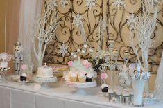 Una fiesta de invierno decorada en color blanco