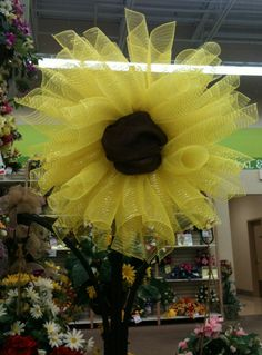 Deco Mesh Sunflower designed by Beth, A.C. Moore Concord, NC #decomesh
