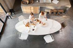 Eetkamer tafel Joli Elyps Kitchen Dining, Dining Table, Ikea, Modern Sofa, Kitchen Interior, Interior Inspiration, Modern Design, New Homes, Living Room