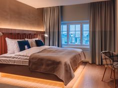 The 337 comfortable rooms at the upscale Radisson Blu Seaside Hotel, Helsinki boast premium amenities like beds with high quality mattress and free Wi-Fi