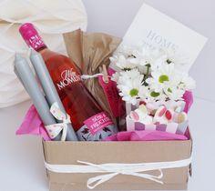 """DIY Einzugsgeschenk für Sie """"Home Sweet Home""""- Kerzen,Sekt,eine Zimmerpflanze und was süßes.."""