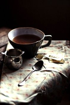 wake up in the morning, walk down to the coffee house and order a cup of tea, and a bowl of fruit ♥