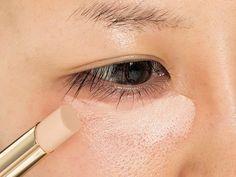 コンシーラーの使い方をマスターして目の下の頑固なくまやシミ、そばかす、ニキビ跡など肌の悩みを徹底カバー。プロが教える-5歳 の若見えテクニックを大公開。 Dance Makeup, Make Beauty, Eye Make Up, Concealer, Makeup Looks, Hair Makeup, Lipstick, Skin Care, Cosmetics