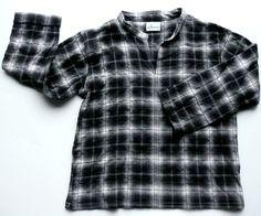 Easy linen shirt in wool/cotton blend.