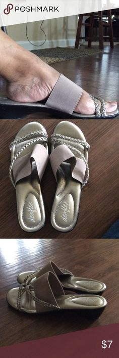 Ladies Gold/tan Sandals Summer is upon us. Cute and comfortable ladies sandals. Could be worn lounging around the pool or beach or even shopping. Very comfortable!!! Dexter (Dex Flex) Shoes Sandals