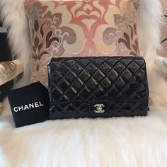 Please Note All The Pre-loved ( Used/Second Hand) Items Are 100% Authentic!!        In order to secure both parties, you can ask me for more detailed photos of the item and check its Authenticity.        All items available for Worldwide shipping        Feel free to ask if there's any question.        🎀Contact Us🎀        Email: 13502874040@163.com        Facebook: Molly Zhang        Line: +1 7785836678        WhatsApp: +86 13502874040        Instagram: luxury_loverrrr    …
