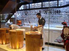 » Austrália: conheça o açougue mais luxuoso do mundo, o Vic's Butcher » BeefPoint Chinese Restaurant, Restaurant Design, Restaurant Bar, Butcher Restaurant, Chipotle Mexican Grill, Design Despace, Steak Shop, Carnicerias Ideas, Local Butcher Shop