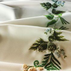 #makówki#zieleń#haft#ślubne#rękodzieło#dmc#ręcznie#paproć#paprotka#niezapominajka#embroidery#embroideryartist#embroideryartwork#oryginalne#original#mulina#folklor#handmade#flower#poppy#weddingdress#wedding#handembroidery#