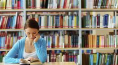 Een item in EditieNL over het verschil in zoeken naar informatie digitaal en in de bibliotheek. Op de vraag of de bieb nog van deze tijd is antwoord, onze eigen docent dat het idee dat de bieb niet meer van deze tijd is onterecht is.
