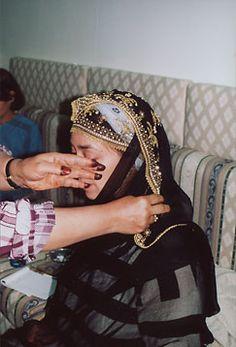 Taif, Saudi Arabia, wedding preperation via Mansoojat foundation Saudi Arabia Culture, Arab World, Outdoor Wear, Kerchief, Wedding Preparation, Traditional Outfits, First World, Beautiful Bride, Captain Hat