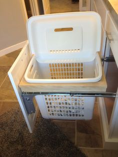 Pull-out hamper next to the bath tub!