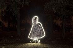 """Fomunity - Fotografía """"El vestido de papel"""" presentada en el concurso """"Fotografía nocturna"""""""