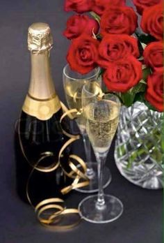 """Buy the royalty-free Stock image """"Red roses and champagne festive decoration"""" online ✓ All image rights included ✓ High resolution picture for print, we. Niagara Falls Vacation, Festival Decorations, Table Decorations, High Resolution Picture, Wine Decanter, Red Roses, Barware, Champagne, Wedding Planning"""
