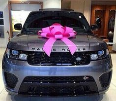 Range Rover complete with a Pink Bow... Perfection!