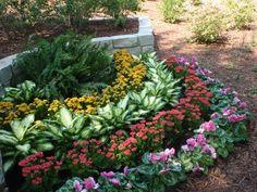 Beauty Garden Ideas for Spring & Summer Front Yard Garden Design, Front Garden Landscape, Flower Garden Design, Garden Yard Ideas, Easy Garden, Garden Projects, Tropical Landscaping, Front Yard Landscaping, Shade Plants
