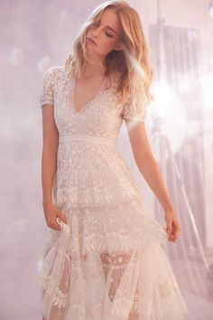 Perfectly mixing lace cocktail gowns, with flirty sundresses, and casual tees, Needle and Thread nails the art of serving up versatile fashion. Day Dresses, Prom Dresses, Wedding Dresses, Pretty Dresses, Beautiful Dresses, Boho Chique, Needle And Thread Dresses, Lace Dress, Dress Up