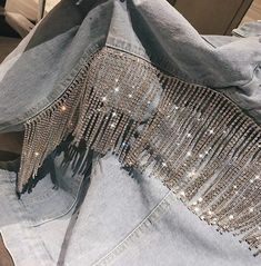 CRYSTAL DENIM JACKET – MARIONO Denim Fashion, Look Fashion, Fashion Outfits, Denim Jacket Patches, Denim Jackets, Kleidung Design, Denim And Diamonds, Denim Art, Fringe Jacket