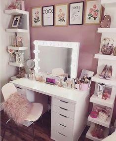 Girl Room Decor Ideas - How can a teenage girl decorate a small bedroom? Girl Room Decor Ideas - Where do I start to decorate my bedroom? Bedroom Decor For Teen Girls, Cute Bedroom Ideas, Cute Room Decor, Girl Bedroom Designs, Room Ideas Bedroom, Teen Room Decor, Wall Decor, Makeup Room Decor, Aesthetic Room Decor