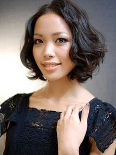 Short-Trendy-Curly-Haircuts-2