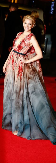 Elizabeth Banks in Elie Saab couture dress at the World Premiere of Mockingjay Part Ellie Saab, Beautiful Gowns, Beautiful Outfits, Gorgeous Dress, Celebrity Red Carpet, Celebrity Style, Fru Fru, Red Carpet Gowns, Elizabeth Banks
