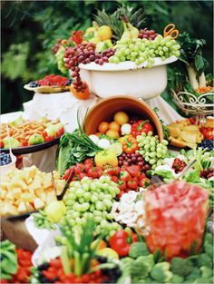 veggie and fruit bar #weddingreception #weddingideas #weddingchicks http://www.weddingchicks.com/2014/02/20/beautiful-oregon-wedding/