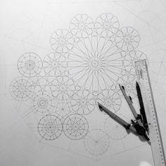 Geometry drawing by Dana Awartani Islamic Art Pattern, Arabic Pattern, Mandala Pattern, Mandala Design, Pattern Art, Geometry Art, Sacred Geometry, Grafic Design, Motifs Islamiques