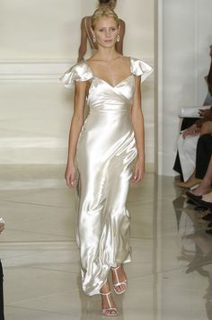 Ralph Lauren at New York Fashion Week Spring 2005 - Runway Photos Couture Mode, Couture Fashion, Runway Fashion, Fashion Models, Fashion Show, Pretty Dresses, Beautiful Dresses, Satin Dresses, Dream Dress