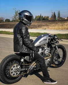Triumph Bikes, Bobber Bikes, Cafe Racer Bikes, Bobber Motorcycle, Harley Bobber, Harley Bikes, Harley Davidson Sportster, Hd 883 Iron, Harley Sport