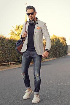 grauer herren blazer blauer pullover jeans sneakers #mode #fashion #menstyle