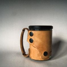 cana din sticla cu capac Leather Accessories, Mugs, Coffee, Tableware, Gifts, Kaffee, Dinnerware, Presents, Tumblers