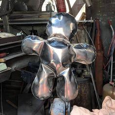 #sculpture Petits bonhommes Les Oeuvres, Batman, Sculpture, Superhero, Metal, Character, Color Pop, Sculptures, Metals
