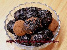 Τσουρέκι αφράτο Greek Recipes, Real Food Recipes, Hazelnut Praline, Diy Food, Truffles, Muffin, Easter, Chocolate, Breakfast