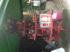 Leuk voor in de klas met kerst, tentoonstellen werkjes:gewoon drie geverfde tafels op elkaar!!