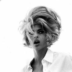 Linda Evangelista for D&G 1991 Linda Evangelista, Short Blunt Hair, High Fashion Photography, Lifestyle Photography, Editorial Photography, Original Supermodels, Canadian Models, Big Hair, Fashion Models