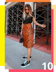55 Awesome Midi Skirt Design Ideas That You Can Copy Right Now Modest Outfits, Trendy Outfits, Cute Outfits, Modest Wear, Casual Skirt Outfits, Casual Clothes, Look Fashion, Girl Fashion, Fashion Outfits