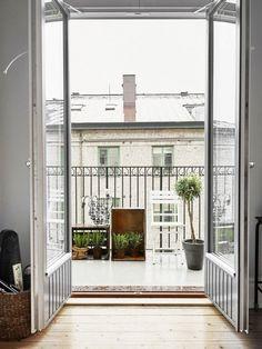 Steal-Worthy Secrets: 5 Small Scandinavian Balconies