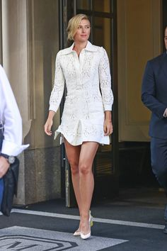 Maria_Sharapova_exiting_her_hotel_on_her_way_to_the_Sugarpova_event_in_NYC_August_25-2015_013.jpg