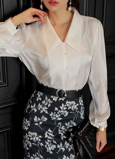 Sexy Blouse, Blouse And Skirt, Blouse Outfit, White Shirt Outfits, Cool Outfits, Fashion Outfits, Gothic Fashion, Printed Pencil Skirt, Pencil Skirt Black