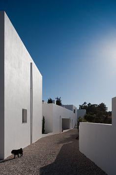 3 Casas en Meco by Nuno Simões + DNSJ.arq (Meco, Portugal) #architecture