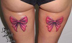 Tatouage noeuds rose arriere cuisse réalisé par Dark Spirit Tattoo