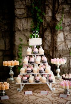 Cute idea.. I think I would like to make the boards with mirrors. However, I like the little Bs on top of each cupcake.