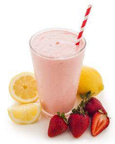 NutraStart Limonada de Fresas -  2 cucharadas de NutraStart sabor a vainilla  ½ taza de fresas frescas  1 taza de leche de almendra (sin azúcar)  1 cucharadita de jugo de limón fresco (agrega una pequeña cantidad de cáscara de limón para resaltar el sabor a limón)  ½ taza de hielo  Mezcla todos los ingredientes en la licuadora y ¡disfruta!